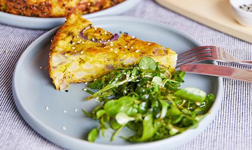 Karfioltorta salátával
